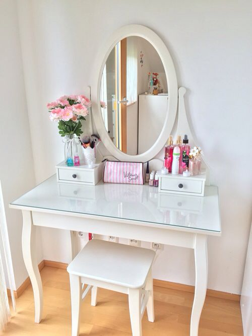 #vanitytable #makeup #makeuporganiser #fashion #organisation #vintage #white #love