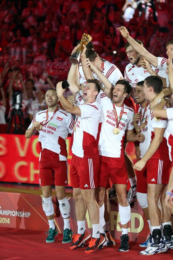 22.09.2014 - Katowice . Mistrzostwa Swiata w Siatkowce 2014: Final /  Volleybal World Championschip Final: Brazylia / Brasil (zolte/yellow) - Polska / Poland (biale/white) . n/z. polacy z pucharem mistrzow swiata . Fot. Dawid Markysz / EDYTOR.net / NEWSPIX.PL --- Newspix.pl *** Local Caption *** www.newspix.pl  mail us: info@newspix.pl call us: 0048 022 23 22 222 --- Polish Picture Agency by Ringier Axel Springer Poland