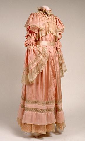 Tea gown, 1900-1910.