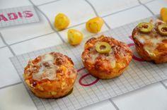 מתכון למאפינס פיצה: ארוחת ערב מהירה שילדים מחסלים מצרכים (10 מאפינס): 2 כוסות קמח לבן