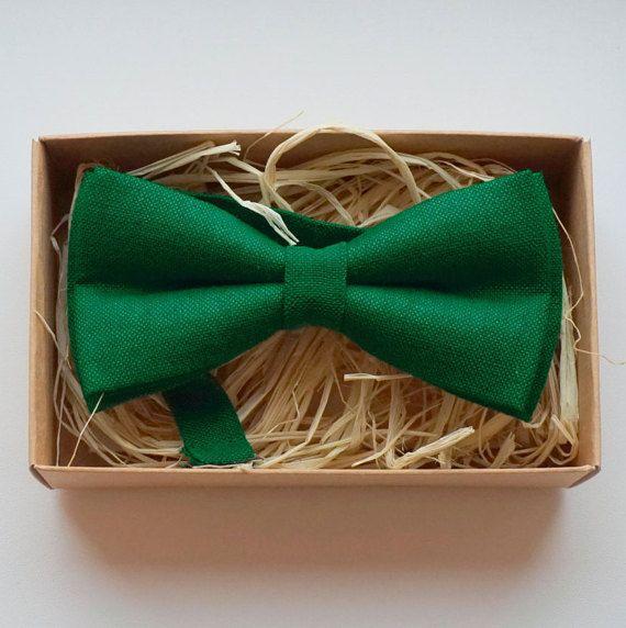 Dark green Bow tie for Wedding Emerald green linen bow by Luwrine
