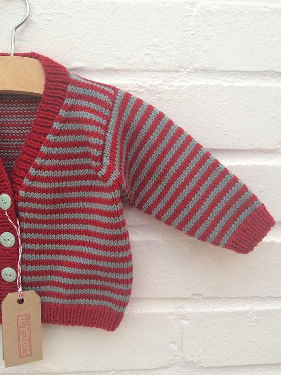 Cardigan de punto rayas escarlata y trullo del bebé de la mano - disponible por encargo en tamaños 3-6 meses hasta 12-18 meses