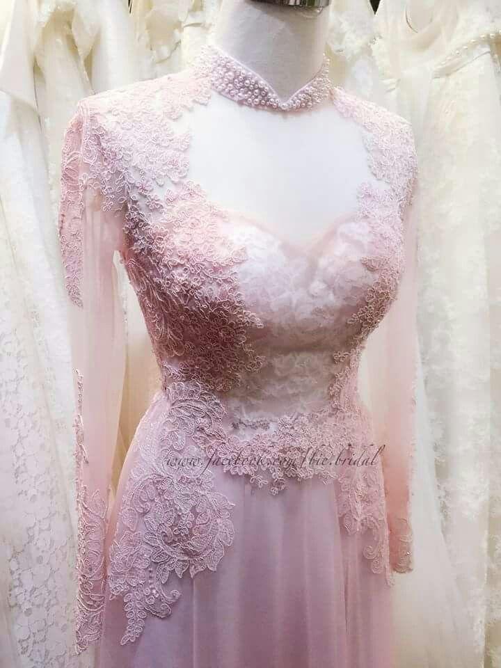 Vietnamese traditional clothe on wedding dress