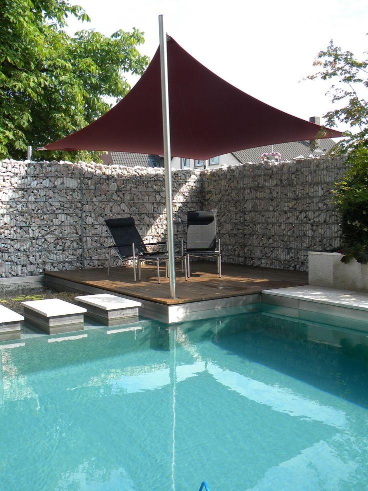 Zwembad, zon en schaduw. zwembadoverkapping schaduwdoek zonnezeil terrasoverkapping