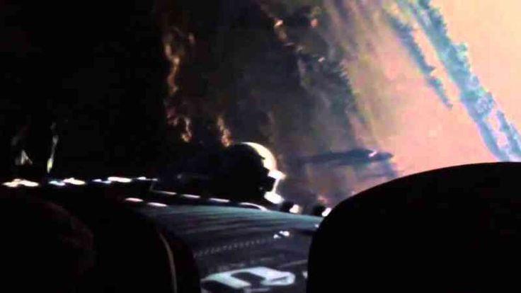 Man of Steel - <p>Algo que muy pocos notaron pero que anunciaba la película de Batman VS Superman en el reboot de la franquicia del hombre de acero es que un satélite que superman sostiene mientras lucha en el espacio tiene el sello de las industrias Wayne.</p>