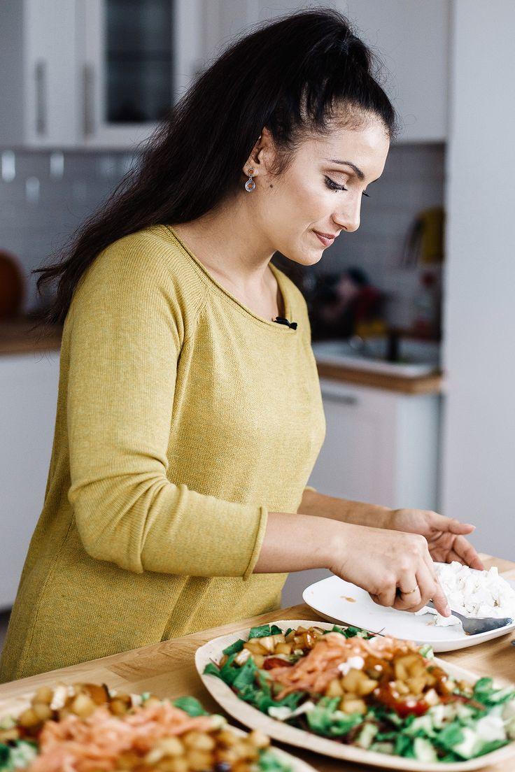 Körtés, kecskesajtos őszi saláta. Találj meg minket YouTube-on sok-sok finom receptért.  @yamakitchen   Fin us on YouTube @yamakitchen for many yummy recipes.   #yamakitchen #recipes #saláta #salad #saladrecipe #healthy #health #fitness #compostable #compostablepackaging #smokedsalmon #fatimapanka #greens #vacsora #ebéd #easylunch #easydinner