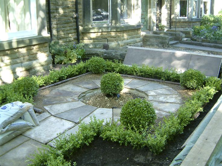 The centre of the garden had a circle constructed from Yorkshire Stone and box hedging and balls surrounded this.  The centre area was edged using the original rope edging pieces.