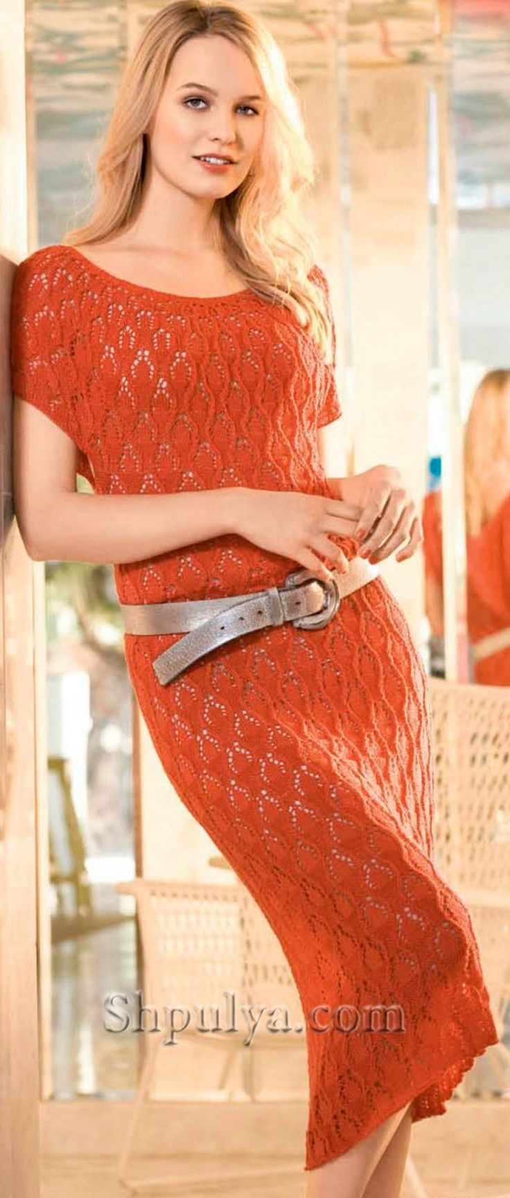 Цельновязаное ажурное платье спицами