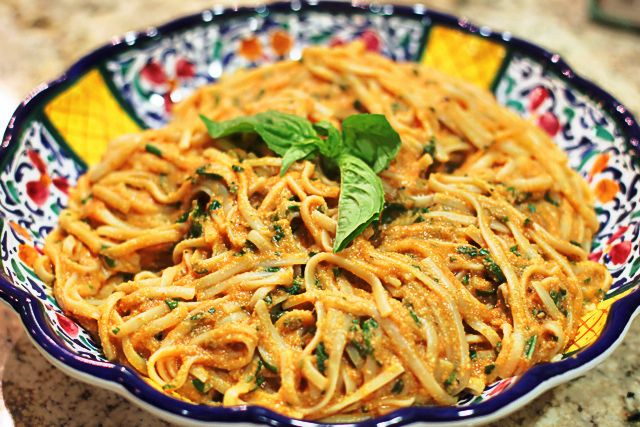 tomato basil cream pasta (vegan & gluten free option): Creamy Tomatoes, Tomatoes Sauces, Cream Pasta, Vegans Gluten Free, Pasta Vegans, Cashew Cream, Mail Sauces, Basil Cream, Tomatoes Basil Pasta