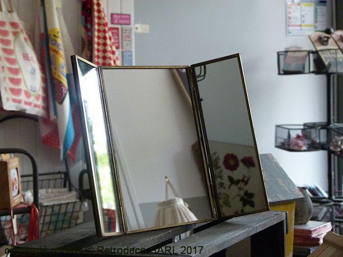 adorable petite miroir triptyque dans la tendance poser grce son pied sur une commode with ampm. Black Bedroom Furniture Sets. Home Design Ideas