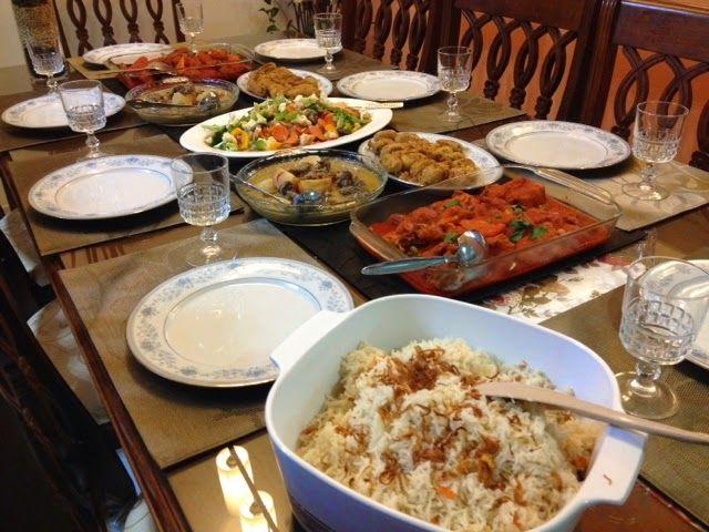 Hidangan Makanan di Meja by Maklang