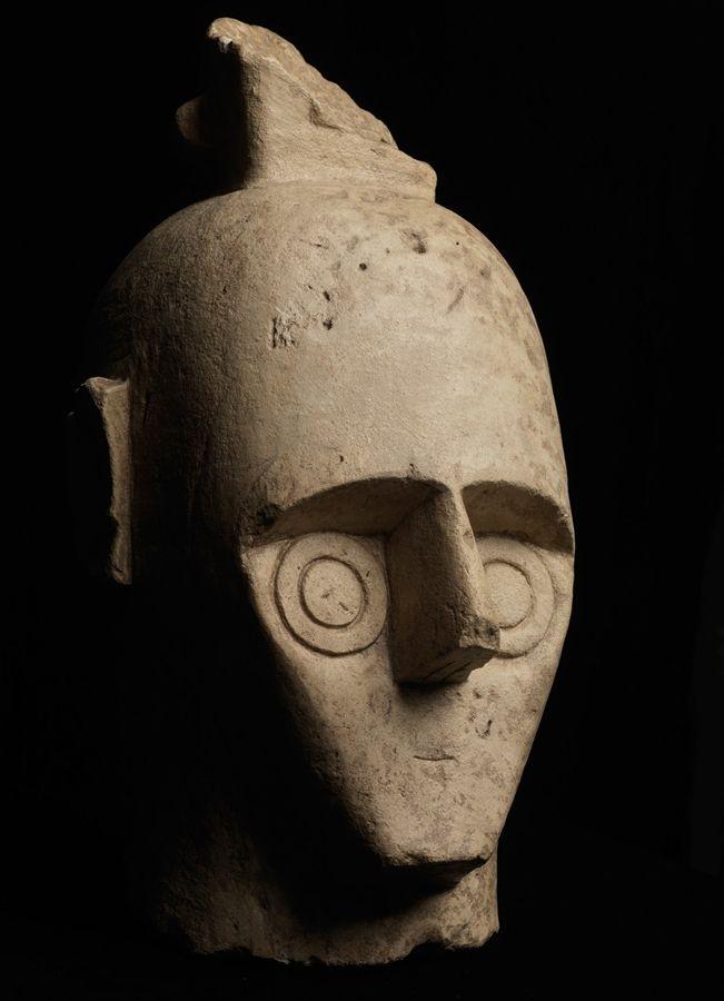 I giganti di mont'e prama - Risposta 1136: sono scultura nuragiche a tutto tondo scolpite in arenaria gessosa