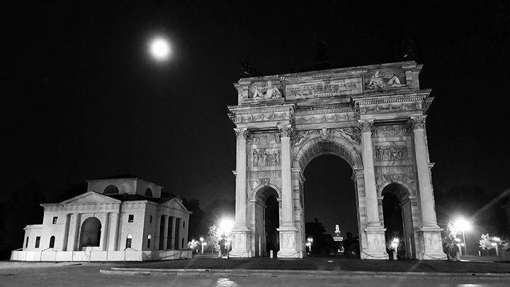 E' buio all'Arco della Pace Scatto notturno di Massimo Alberto Fersini #milanodavedere Milano da Vedere