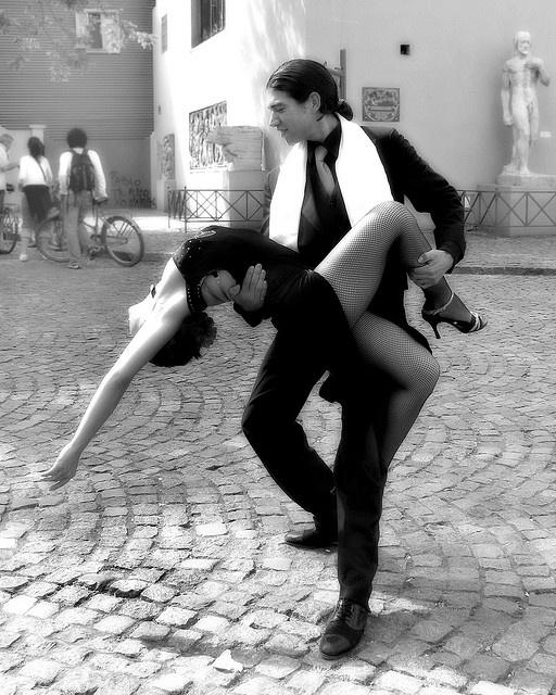 relationship between tango dance and music