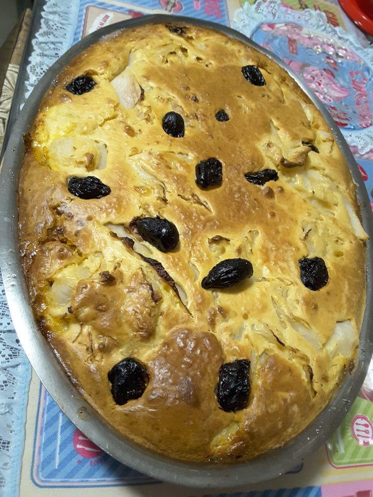 Torta de legumes com repolho batata banana e creme feito no liquidificador com leite requeijão farinha de trigo e ovos decorar com ameixa e molho de calabresa