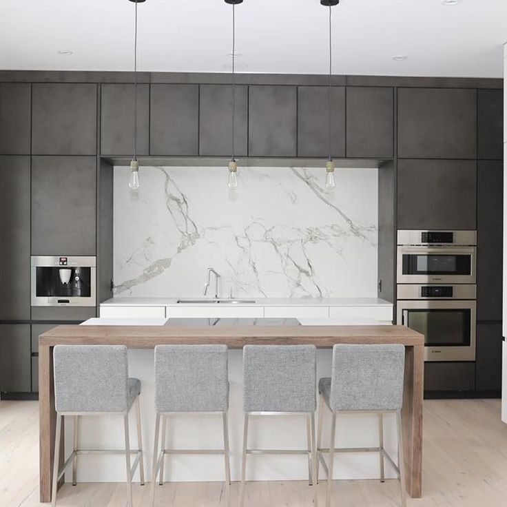 A statement wall made of Dekton Aura alongside Dekton Zenith countertops deck out this #kitchendesign by Harms kitchen design.