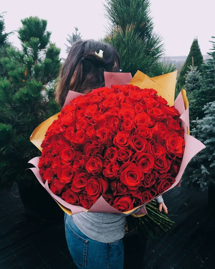 101 red roses in a wonderful bouquet