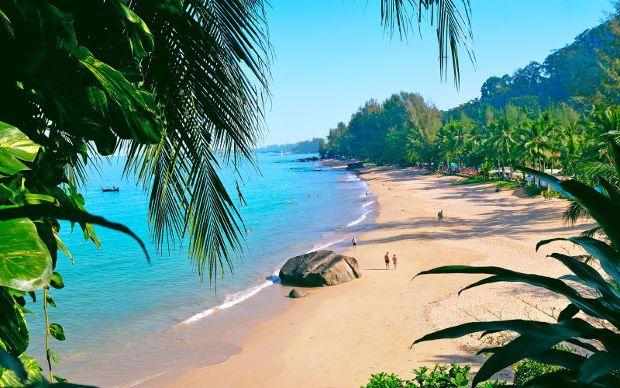 Khao lak est une station balnéaire de la côte ouest de la Thaïlande, située à 70km au nord de Phuket, sur la mer d'Andaman. Les trois intérêts de ce lieu sont ses plages, le port de Thap Lamu (qui mène tout droit aux Similan Island), et le parc national Khao lak Lam ru. Khao Lak est égaleme…