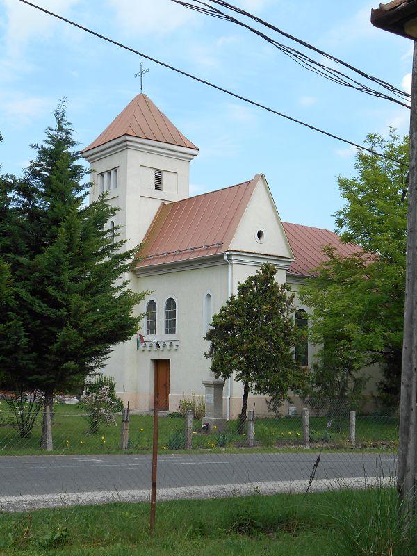 Szent László római katolikus templom (Csabdi) http://www.turabazis.hu/latnivalok_ismerteto_990 #latnivalo #csabdi #turabazis #hungary #magyarorszag #travel #tura #turista #kirandulas