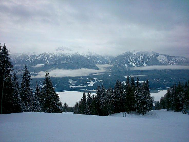 Snowbaording in Revelstoke BC - Revelstoke Mountain Resort