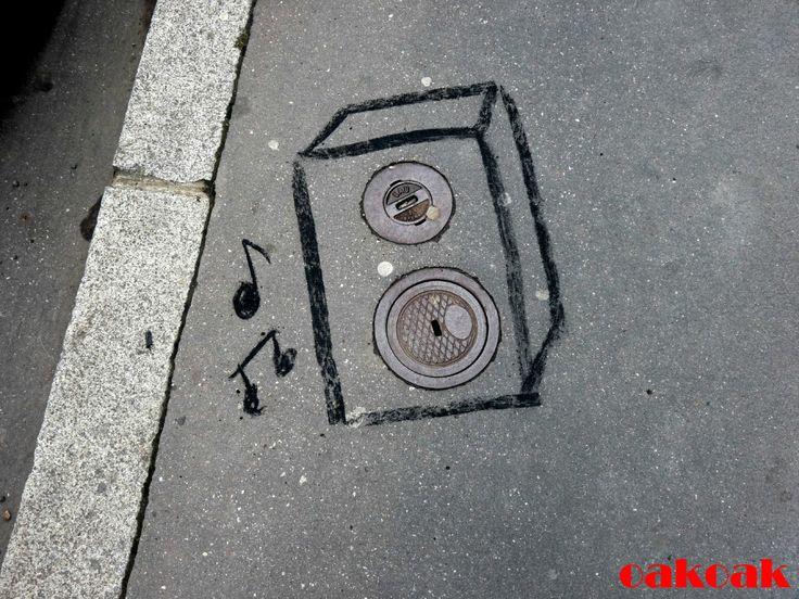 Street speaker by OakOak (http://oakoak.canalblog.com)