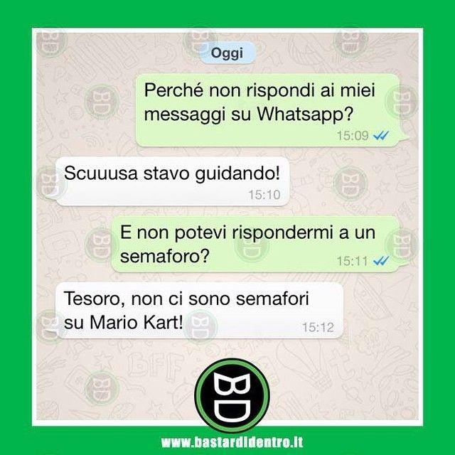 Messaggiare mentre si #guida #bastardidentro #auto #messaggio www.bastardidentro.it