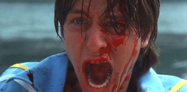 7 διάσημοι, που πέθαναν σε ταινίες τρόμου του 80' [Videos] - #CrispinGlover, #FadeToBlack, #FisherStevens, #FridayThe13Th, #FridayThe13ThTheFinalChapter, #GeorgeClooney, #Horror, #JohnnyDepp, #JulianneMoore, #MickeyRourke, #NightmareOnElmStreet, #ReturnToHorrorHigh, #TalesFromTheDarkside, #TheBurning #Entertainment, #Features, #Films, #Lists, #Videos More: http://on.hqm.gr/aE