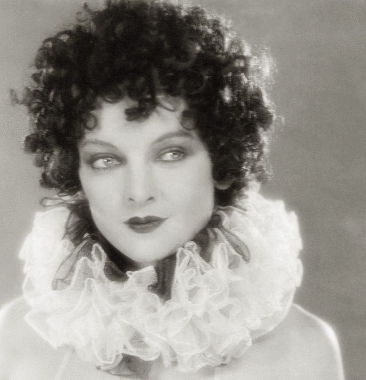 Myrna Loy as Chorus Girl (uncredited) - 1927 - The Jazz Singer - Director:  Alan Crosland - @~ Mlle