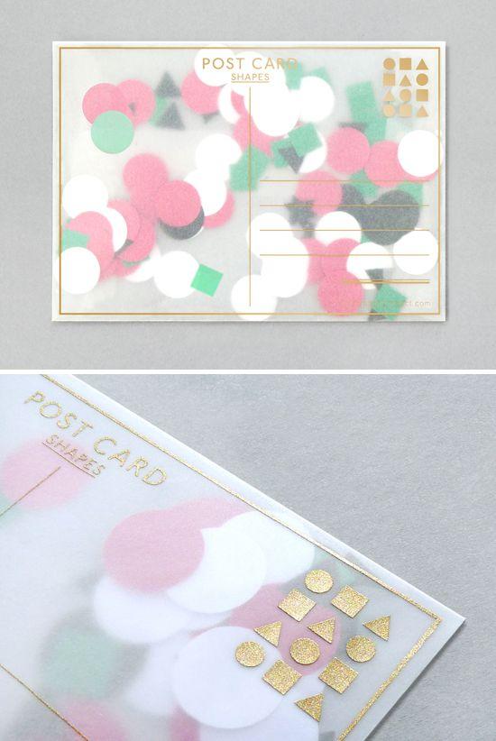 PIREI com essa ideia de cartão postal! Resume-se em um envelope com papel transparente cheio de papéis coloridos com diversos formatos no interior dele, dando a impressão de confetes coloridos..Lin...