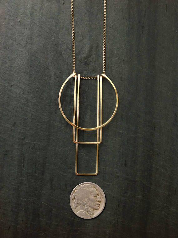 Collana semplice Totem - di gioielli del ciclo Formato e forgiato su ottone fine catena, leggera e facile da indossare. Chiusure sono aragosta di riempimento o argento oro oro-riempimento aragosta, rosa. * Ciondolo in metallo opzioni è (* catena è ottone): ~ 14k oro-Fill (primo piano) ~ Sterling Silver ~ 14k Rose Gold-riempimento ~ O un mix di argento e oro riempimento La scelta della lunghezza della catena: 16.5 28 Ciondolo misura circa 2,5 L x 1.3 nel punto più largo. Preferiscono or...