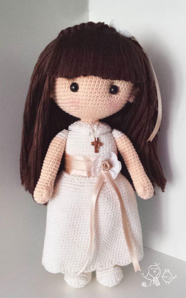 Muñeca de comunión amigurumi de ganchillo con patrón disponible. Crochet Communion doll amigurumi with pattern available.