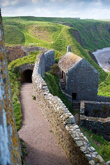 Scotland, Aberdeenshire, Stonehaven, Dunottar Castle - eStock