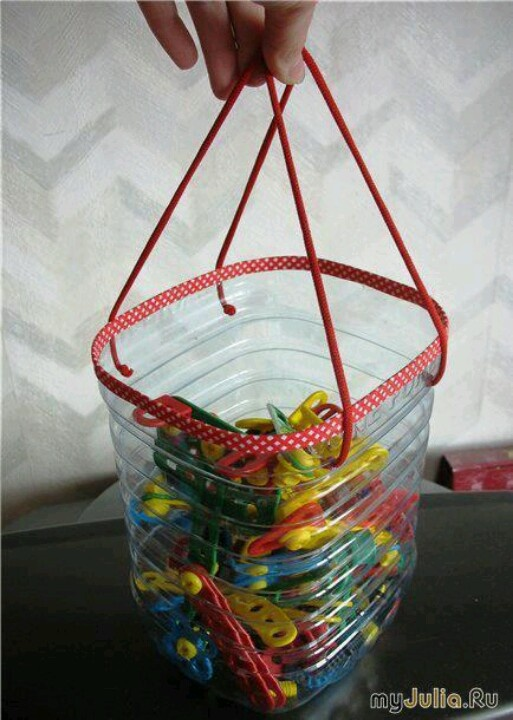 reciclar.. una práctica bolsa para pinzas de ropa..