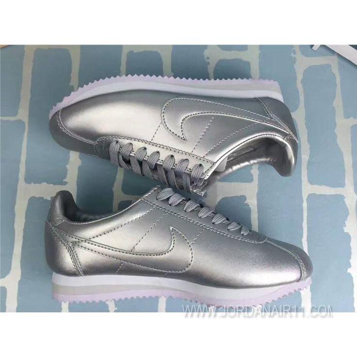 大特価! ナイキ コルテッツ クラシック レザー Nike WMNS Cortez Classic Leather 349026-014 Sliver WMNS シルバー レディース/ウィメンズ ランニングシューズ