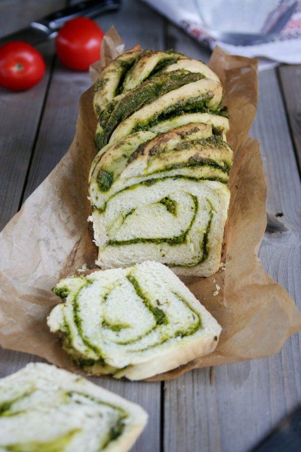 Bread with spinach pesto