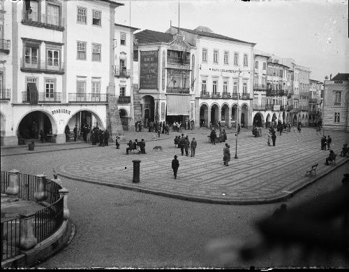 Armazéns do Chiado, na Praça do Giraldo, 1910-1920