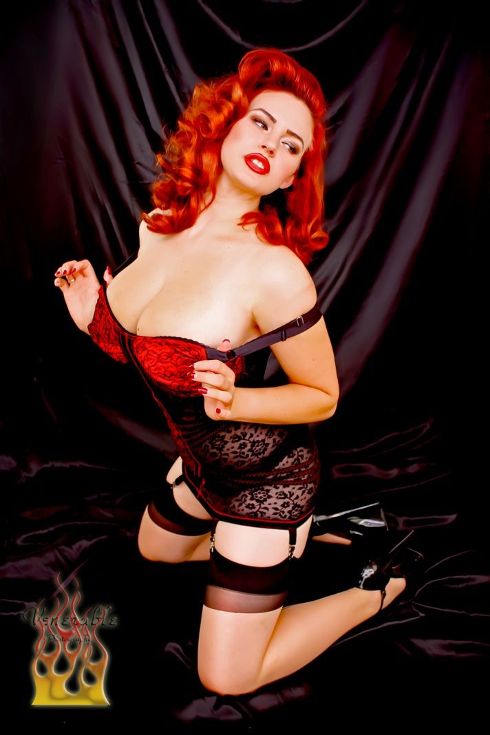 wowGirls Crushes, Red Hair, Pin Up Photography, Curvy Girls, Skinny Girls, Pinup Rockabilly, Pin Up Models, Gia Genevieve, Curves