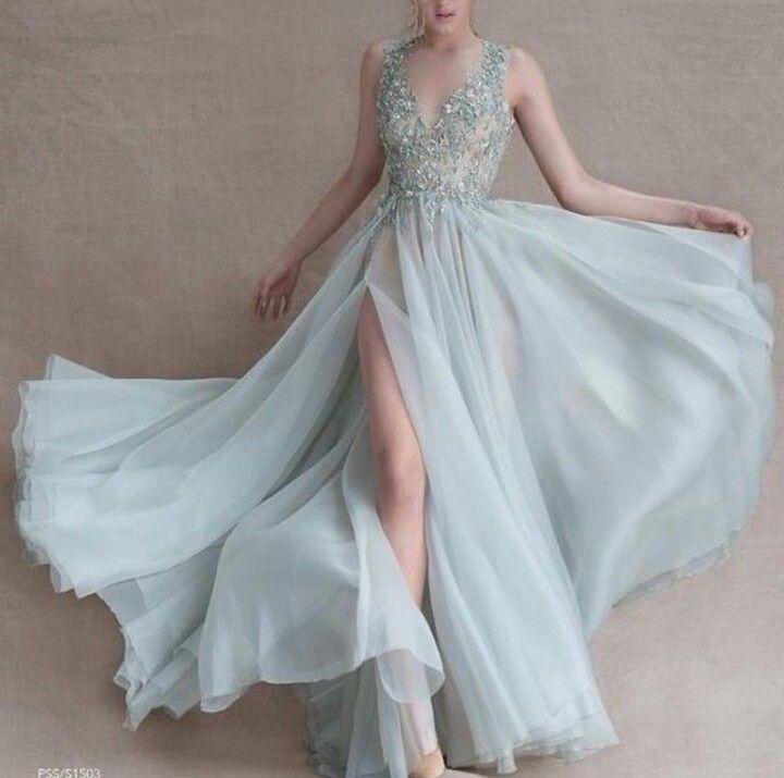 Luftiges zart mintfarbenes Kleid