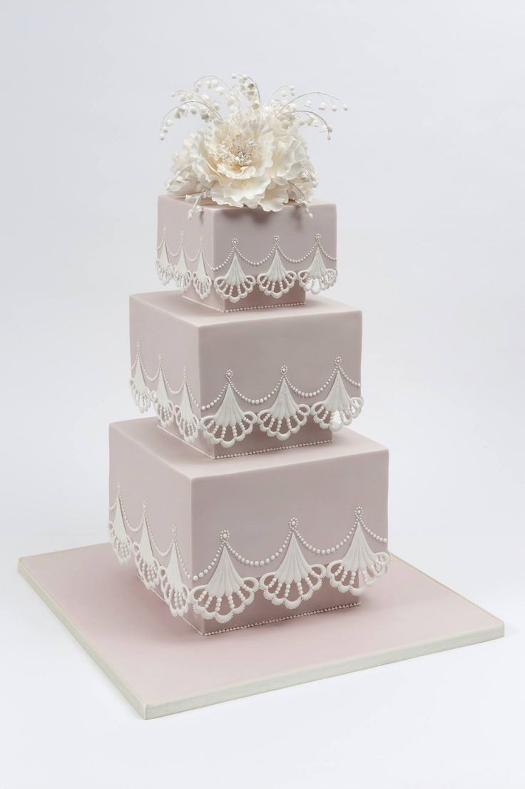 How amazing are these brilliantly designed wedding cakes? Take a look and happy pinning!