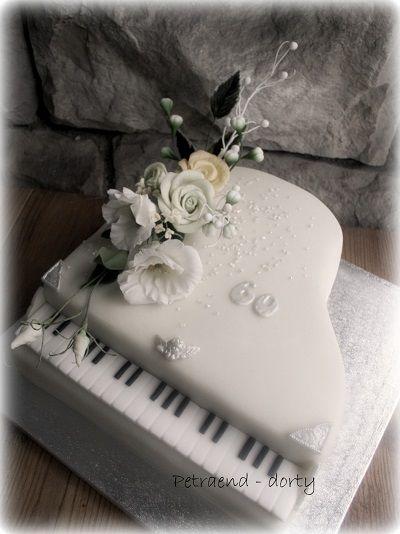 Piano cake - roses