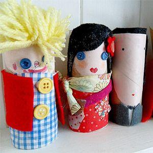 Marionetas creadas con rollos de papel higiénico, botones, tela y mucha creatividad