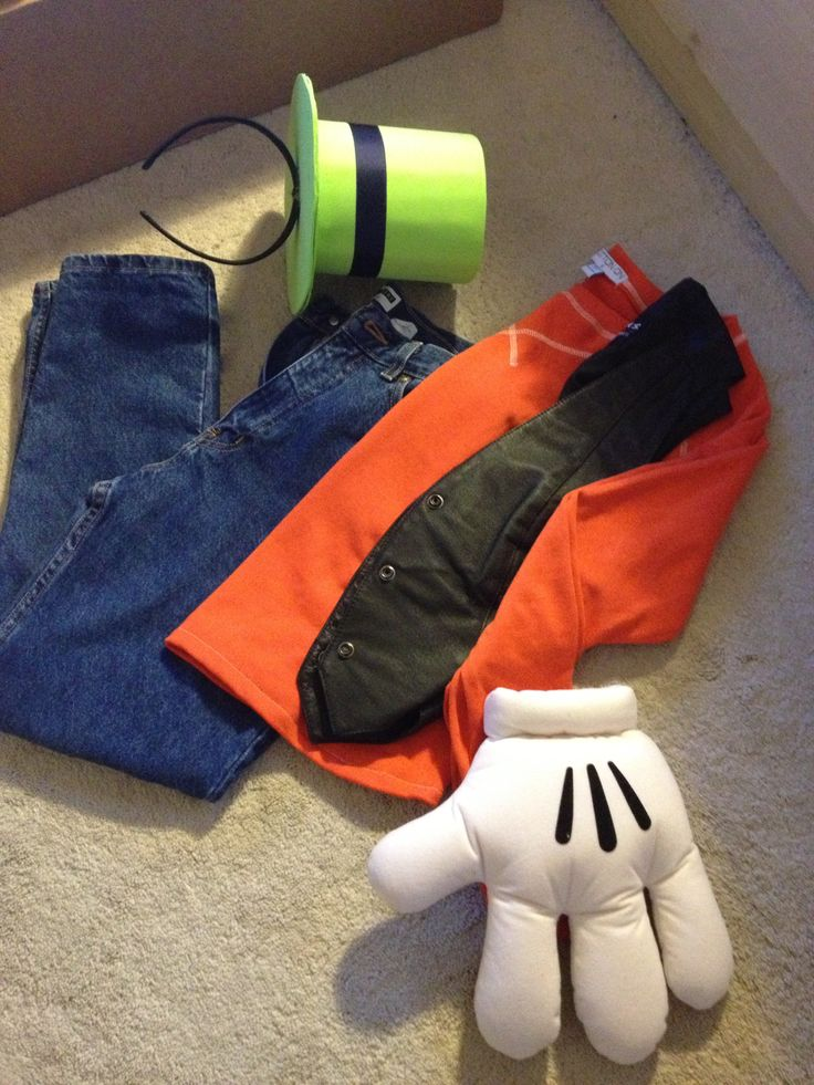 DIY Goofy costume; Disney hands from Disneyland; 5$ orange sweater Cotton On; 2$ black vest Thrift Store; 3$ blue denim Thrift Store; Goofy Hat = felt, black ribbon, headband + hot glue