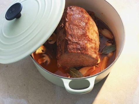 Schmorbraten mit Burgundersoße ist ein Rezept mit frischen Zutaten aus der Kategorie Rind. Probieren Sie dieses und weitere Rezepte von EAT SMARTER!
