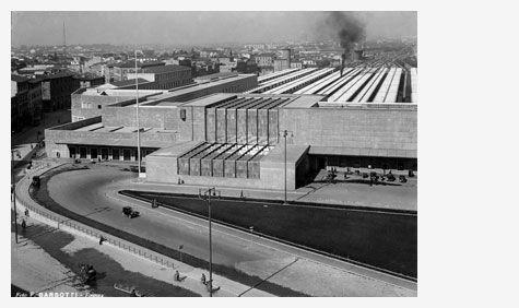 Santa Maria Novella railway station, Florence, 1935. Giovanni Michelucci and Gruppo Toscano, Architects. Photographer, Ferdinando Barsott