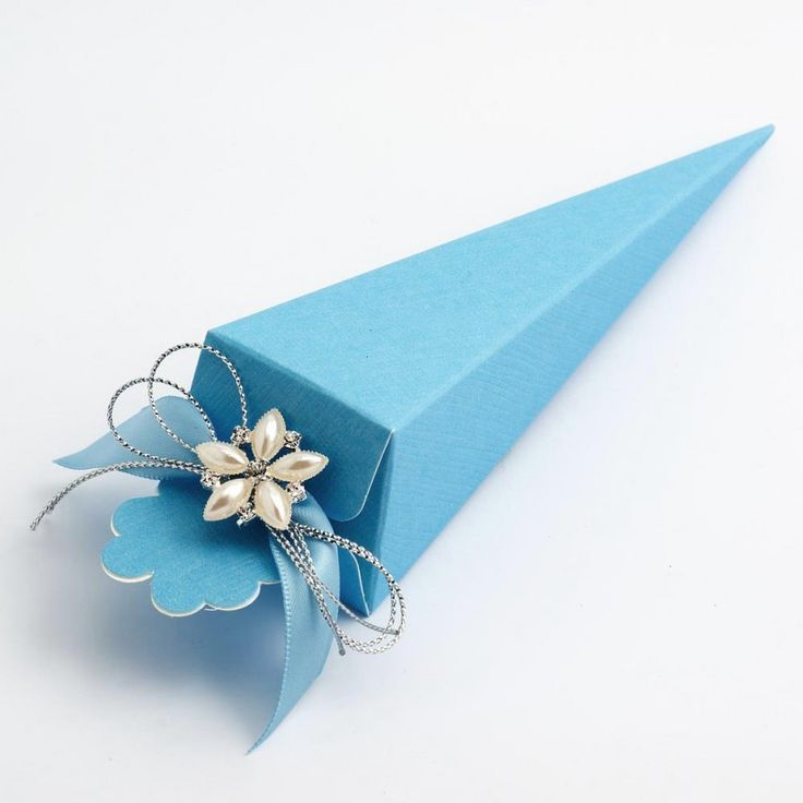 Add a little something blue to your wedding and guest tables with these pretty Blue Silk Cone Favour Boxes.