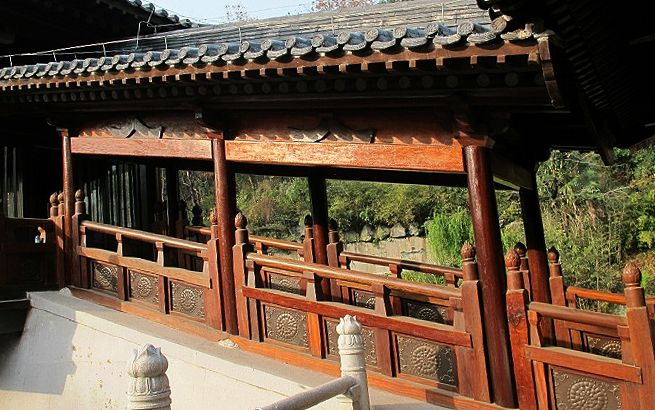 A veranda in Trio Masters Temple (三祖寺), one of the oldest Zen Buddhist temples in China, located on Mount Qian in Anhui Province