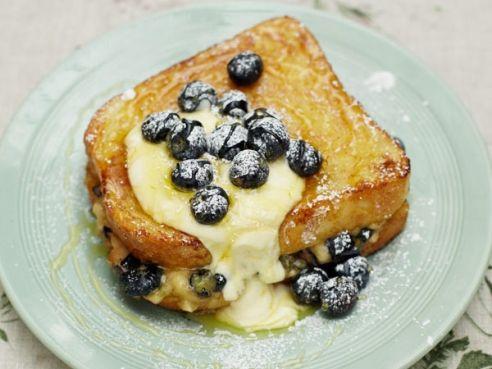 Banana and blueberry French toast...I just love desert for breakfast!!! <3