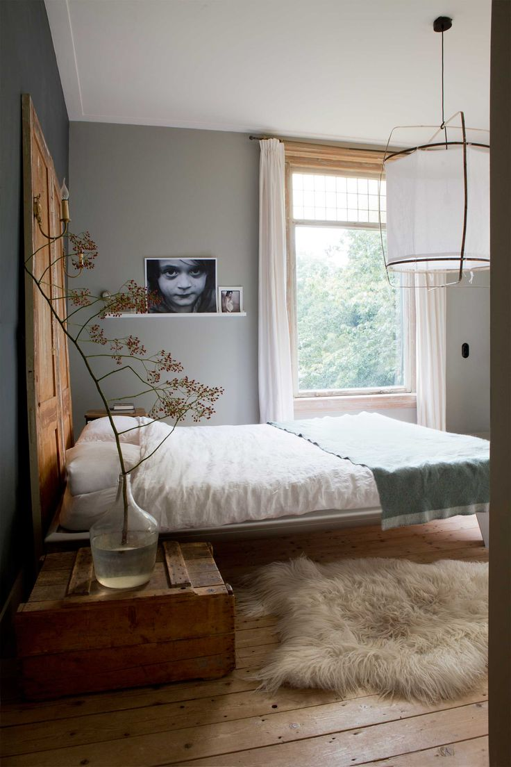 Cute bedroom design idea with some fur rug on the floor, grey walls and over sized pendant light