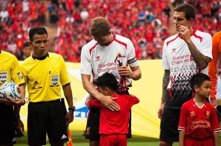 Captain Fantastic and #LFC legend Steven Gerrard is hugged by an adoring mascot before Liverpool took on a Thailand XI in Bangkok. #greatpic