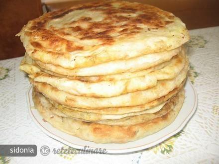 Reteta culinara Placinta cu cartofi, varza sau branza din Carte de bucate, Produse de panificatie si patiserie. Specific Romania. Cum sa faci Placinta cu cartofi, varza sau branza